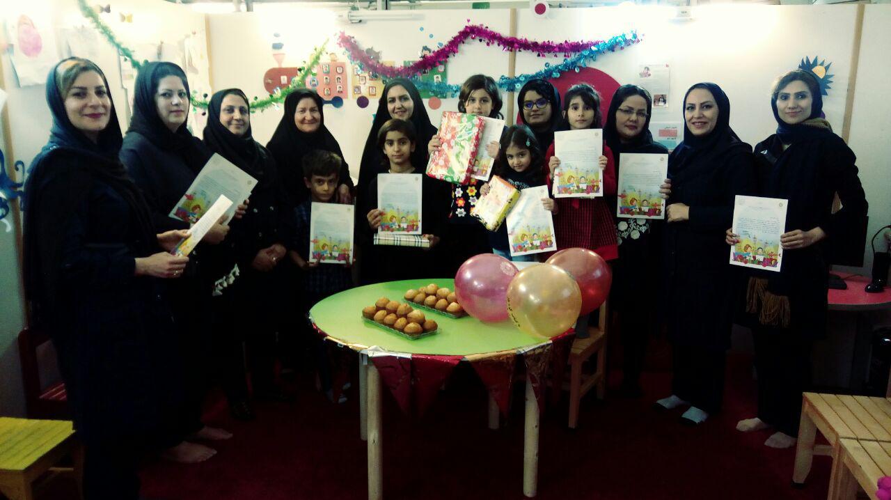 برگزیدگان جشنواره کتابخوانی رضوی در کتابخانه عمومی امام حسن مجتبی(ع) رشت تجلیل شدند